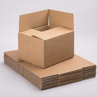 Hagyományos szállítói dobozok hullámkartonból