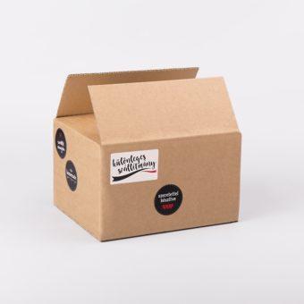 különleges szállítmány matrica, szeretettel készítve matrica, papírdoboz, doboz gyártás, hullámkarton doboz webshop