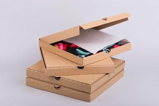 barna kartondoboz, lapos doboz, ruhát csomagolnék, ruha csomagolás, hullámkarton doboz webáruház
